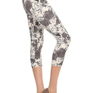 Pants - NWT Buttery Soft Rose Blur Capri Leggings